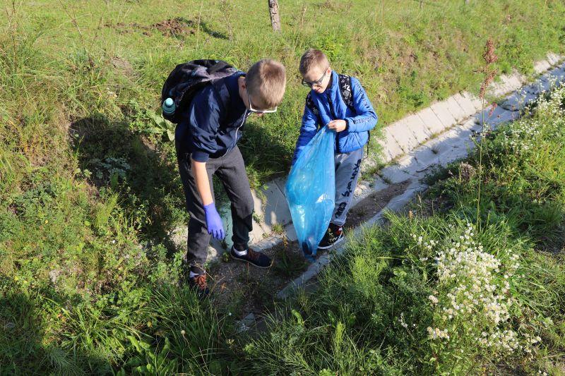 Sprzątanie trasy do wsi Bachanowo
