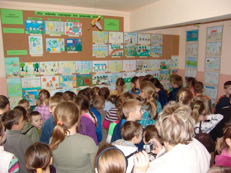 Wystawa pokonkursowych prac plastycznych dzieci