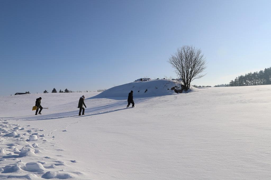 Piwnice zasypane śniegiem