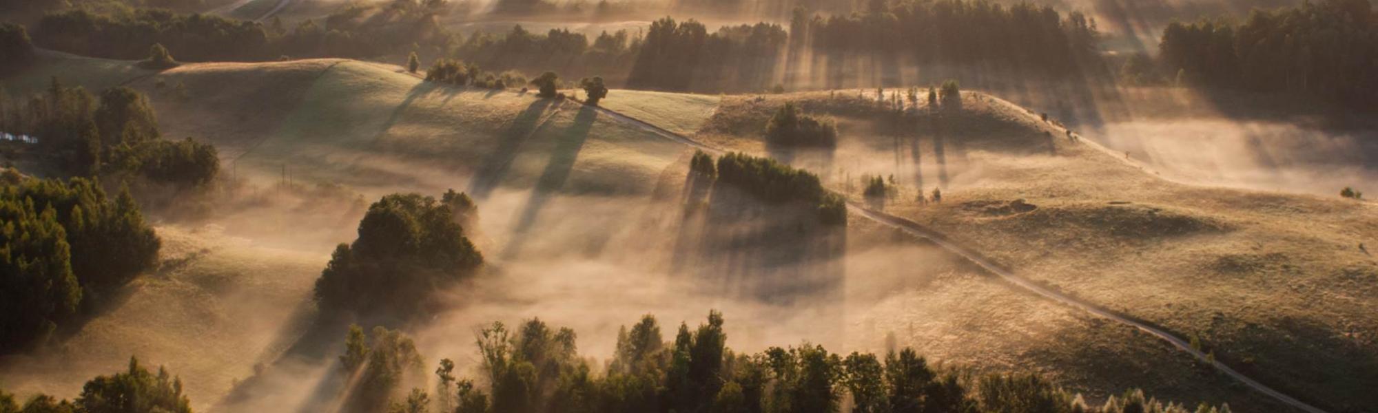 Zdjęcie Suwalszczyzny we mgle