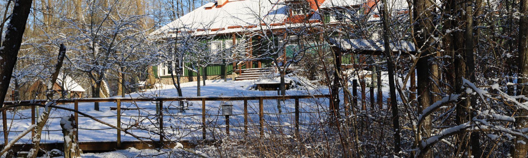 Siedziba Parku w zimowej odsłonie