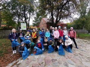 grupa uczniów ze Szkoły Podstwowej nr 6 w Suwałkach